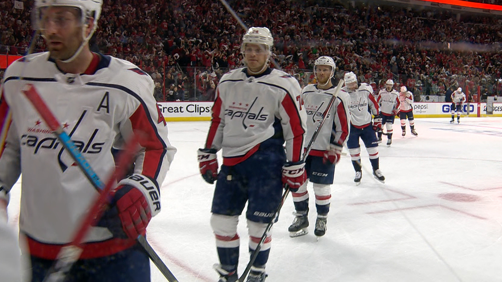 Hurricanes strike first, and last, to even up series with the Capitals