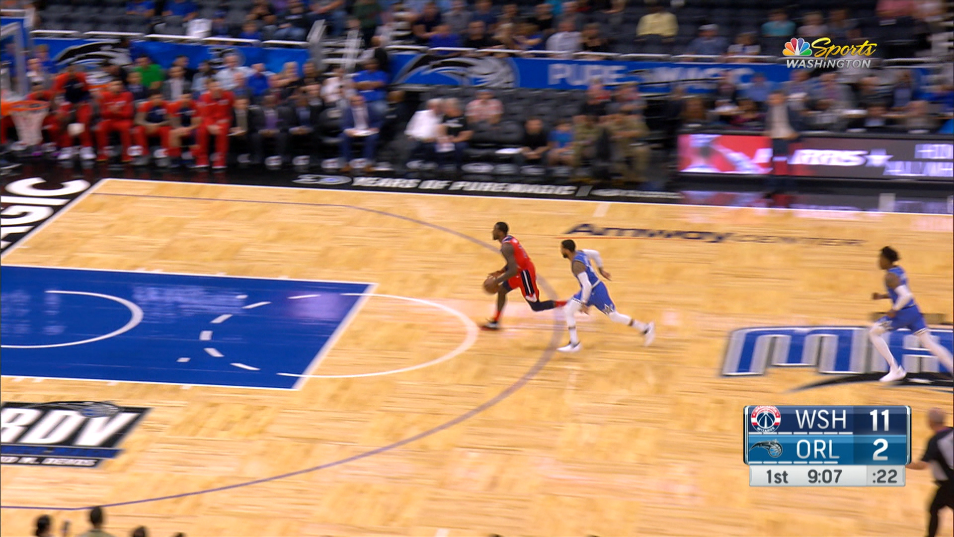Wall throws down left-handed slam off steal