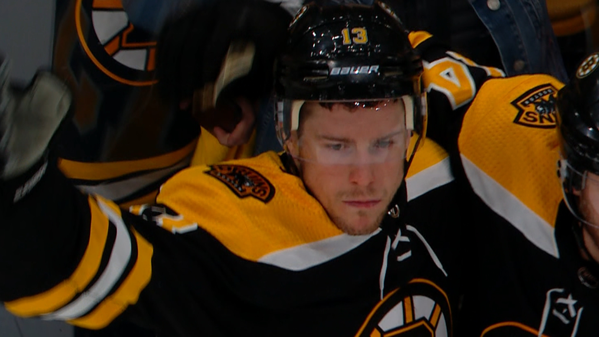 Charlie Coyle ties game for Boston Bruins in third period