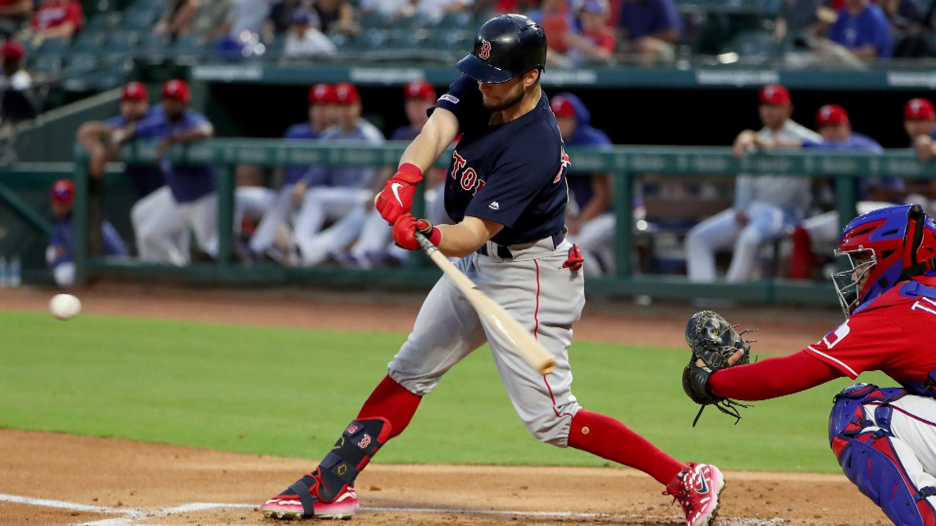 Indians' Jose Ramirez folded early, Phillies' Hoskins folded late